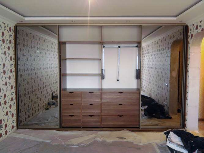 Корпусный и встроенный шкаф - главнейший предмет мебели.