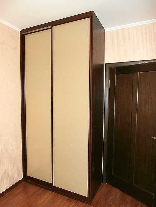 Установка малогабаритных прихожих со шкафом в коридоре.
