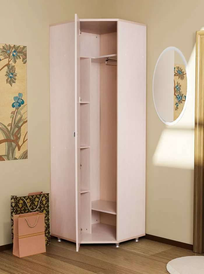 Маленький угловой шкаф для прихожей.