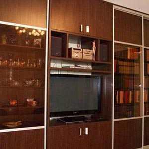 Шкаф для книг со стеклом