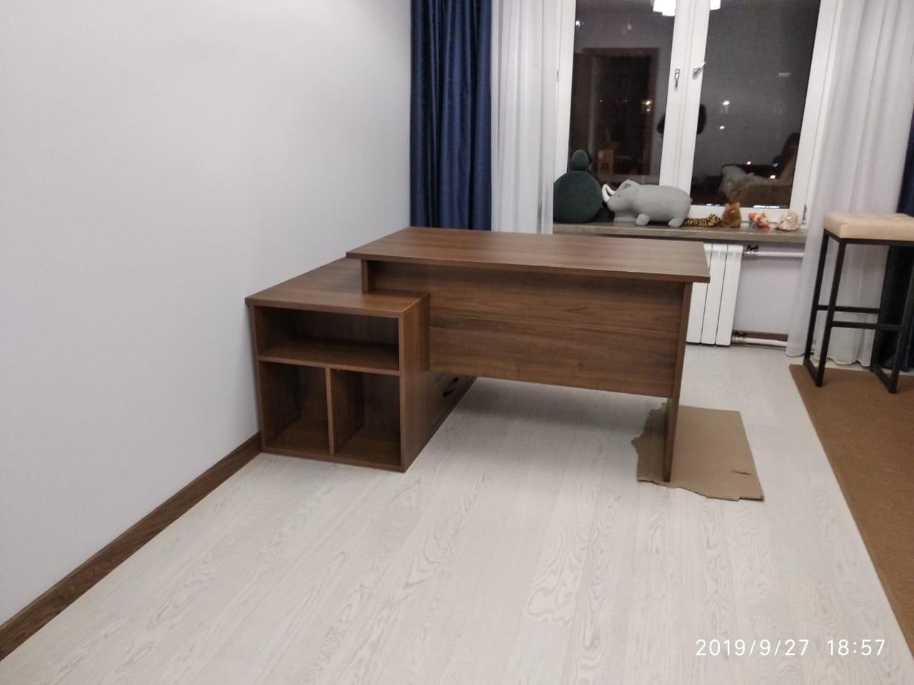Стол в рабочий кабинет